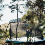 Waar moet ik op letten bij het kopen van een trampoline?